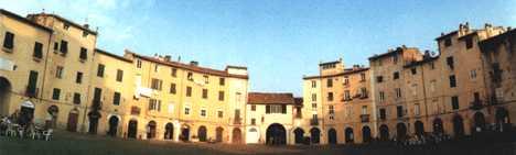 Lucca citt d 39 arte toscana for Mercato antiquariato lucca